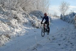 mountainbiken fietsen in de winter trans limbrug